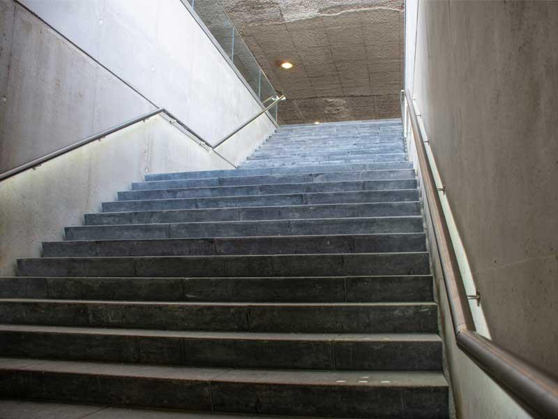 Fietsparkeerkelder Strawinskylaan Van Boekel trap stairs